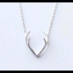 Jewelry - Dainty silver antler necklace